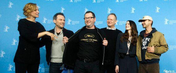 Shia LaBeouf imite Éric Cantona à Berlin