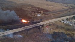 Déraillement en Alberta: l'imposant incendie se poursuit