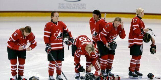 Hockey féminin: les Canadiennes se préparent à défendre leur titre