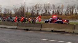 Des Mohawks manifestent au pont