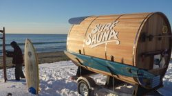 Un sauna mobile pour faire du surf l'hiver