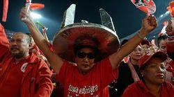 Des milliers de chemises rouges se dispersent en