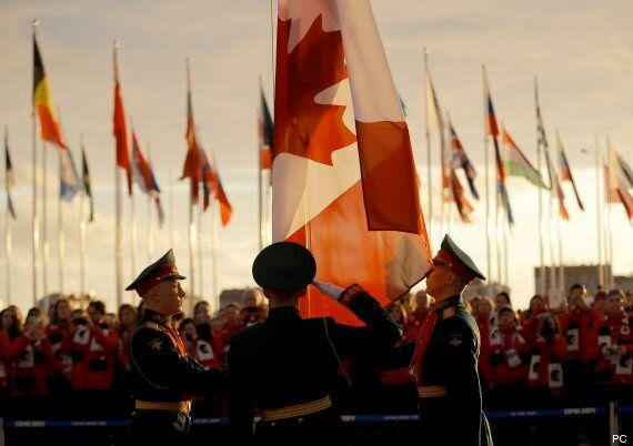 La levée du drapeau à Sotchi marque le début des Jeux pour les