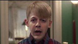 «Maman, j'ai raté l'avion»: il insère son visage sur les personnages du film