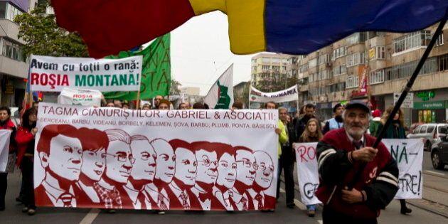 Des manifestants roumains dénoncent un projet mené par une minière