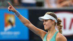 Eugenie Bouchard défait Virginie Razzano 6-2 et 7-6 pour passer au 3e tour des Internationaux
