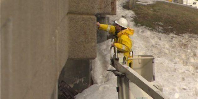 Chute d'un bloc de béton sur l'autoroute 40 : Québec soupçonne les écarts de