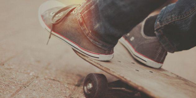 Des planches de skateboards recyclées en tableaux