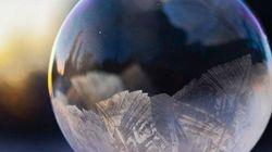 La vague de froid permet de créer de féériques bulles de savon glacées