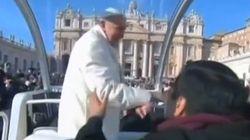 Quand le pape prend un passager dans sa