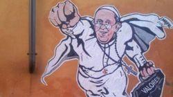 Un graffiti du pape François en superman twitté par le