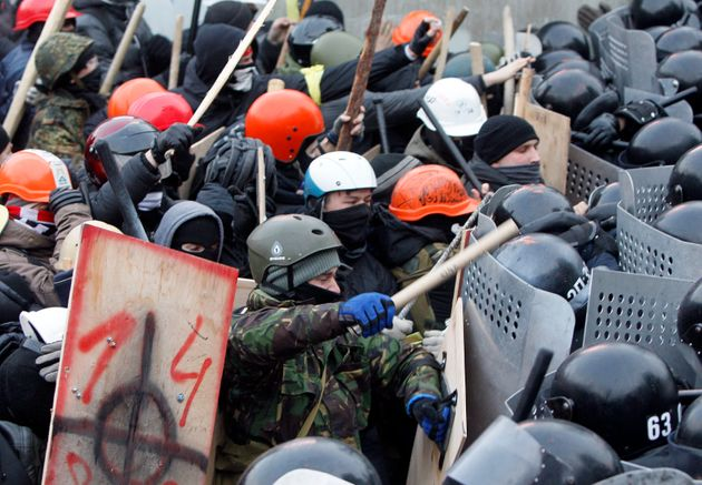 Ukraine: 200 000 manifestants bravent les nouvelles lois répressives à Kiev