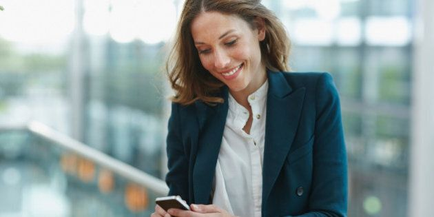 Les femmes actives et leur téléphone: drogue ou doudou