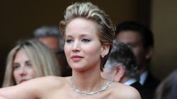 Jennifer Lawrence perd encore pied sur le tapis rouge