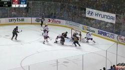 Hockey: Il marque contre son camp avec...son pantalon