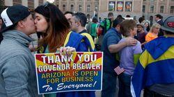 Loi anti-gais controversée: la gouverneure de l'Arizona appose son