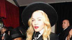 Les flops vestimentaires des Grammy Awards
