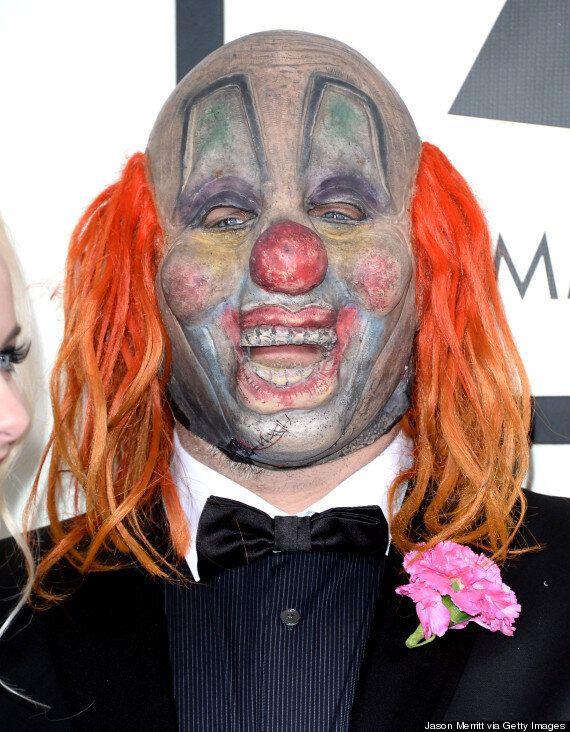 Un clown très effrayant sur le tapis rouge des