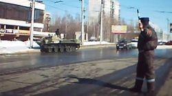 Des échauffourées éclatent en Crimée pendant que Poutine ordonne des manoeuvres
