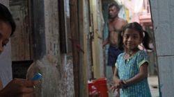 Je vis dans un bidonville en Inde et je surfe sur mon téléphone intelligent - Sébastien