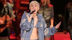 Miley Cyrus reprend une pièce du groupe Arctic Monkeys