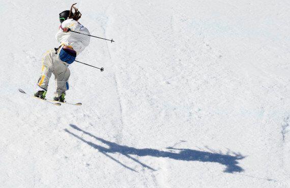 Ski slopestyle : l'athlète Henrik Harlaut a failli perdre son pantalon lors d'une chute