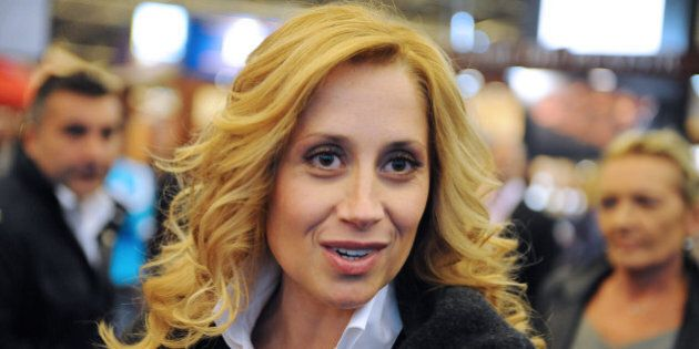 Une ONG accuse Lara Fabian de servir de «vitrine au régime tortionnaire
