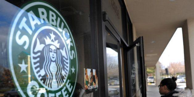 Starbucks le licencie pour avoir mangé un sandwich jeté à la