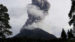Indonésie: le volcan Sinabung explose et menace Sumatra