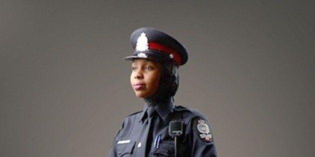 La police d'Edmonton approuve un nouvel uniforme avec un hijab
