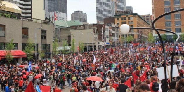 Carré rouge sur fond noir : la grève étudiante vue de