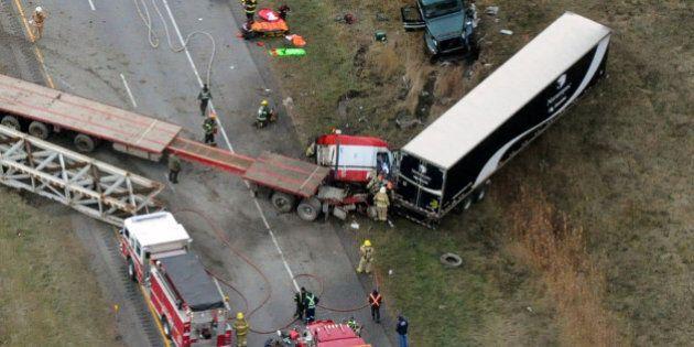 Grave accident impliquant plusieurs véhicules sur l'autoroute