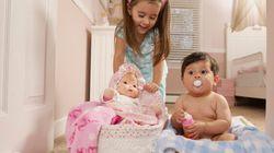 Les bébés garçons aiment autant les poupées que les