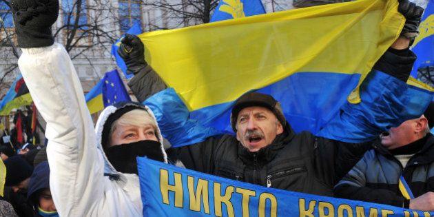 Ukraine: le gouvernement survit à une motion de défiance après la