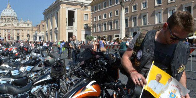 Le pape François vend sa Harley-Davidson aux enchères pour les