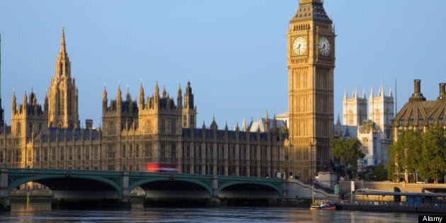 Des députés britanniques exigent une baisse des prix de l'alcool dans les bars de la Chambre des