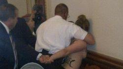 Des manifestantes aux seins nus à l'Assemblée