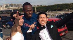 Il s'invite sur une photo de mariage à Paris