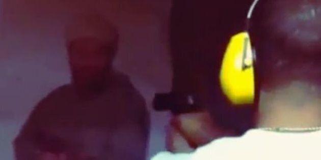 Le rappeur Ludacris tire sur une photo de Ben Laden