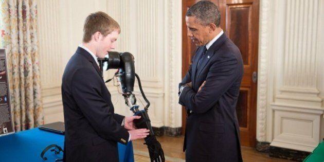 Impression 3D : un petit génie de 17 ans crée une prothèse et reçoit le soutien
