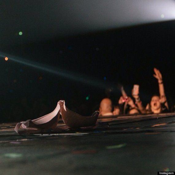 Justin Bieber prend une photo d'un soutien-gorge sur scène: «On dirait que tout le monde