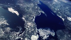 Les Grands Lacs sont menacés par le plastique, préviennent des