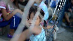 Des Philippins espèrent espèrent quitter le pays et rejoindre leur famille au