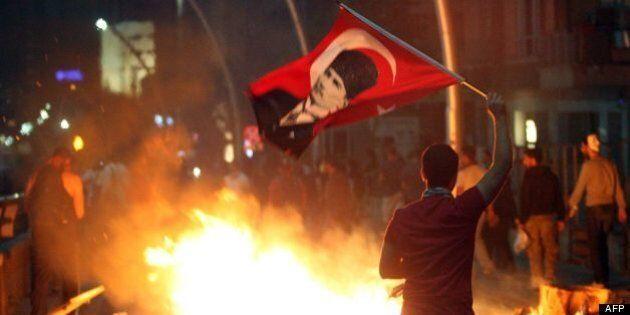 La communauté internationale condamne la police turque, les violences