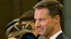 Une caisse secrète au bureau de Harper: rien
