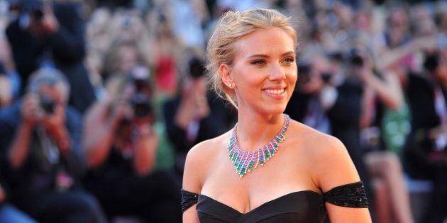 Scarlett Johansson enflamme Venise avec sa robe et ses rumeurs de mariage