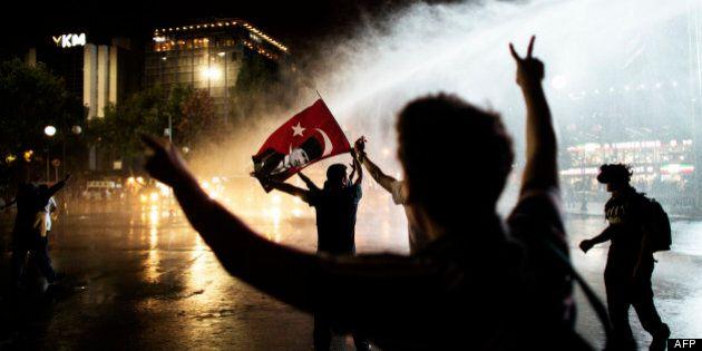 Turquie: tirs de gaz lacrymogènes contre des