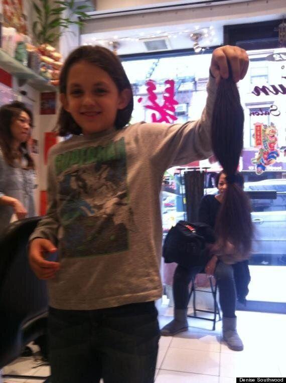 Il a laissé pousser ses cheveux pendant 5 ans pour les donner à des patients atteints du
