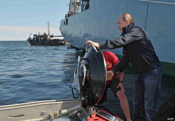 Vladimir Poutine plonge dans la Mer Baltique en bathyscaphe pour inspecter l'épave d'un