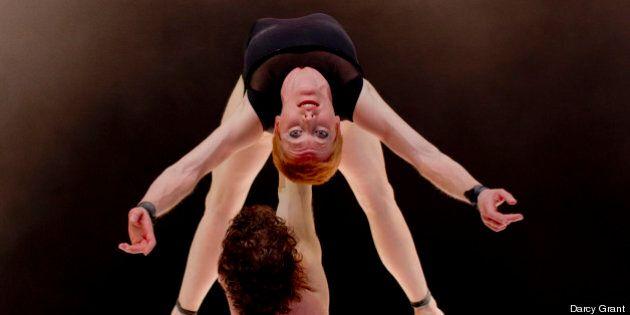 « S » de C!RCA à Montréal Complètement Cirque : hymne à la beauté du monde